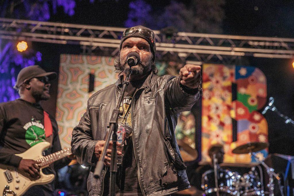 JonathJonathan Doolan & The Areyonga Band 📷 Nico Liengme an Doolan & The Areyonga Band 📷 Nico Liengme
