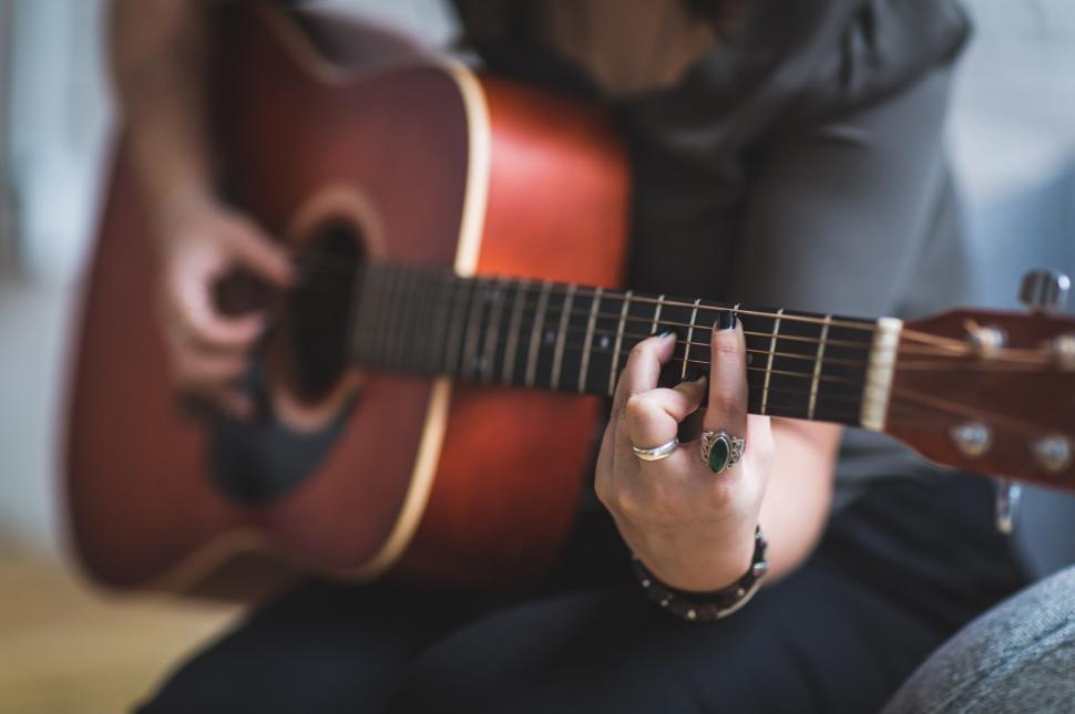 woman-playing-guitar